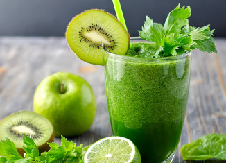 raw-food-life-jablkovy-smoothie-so-zelerom